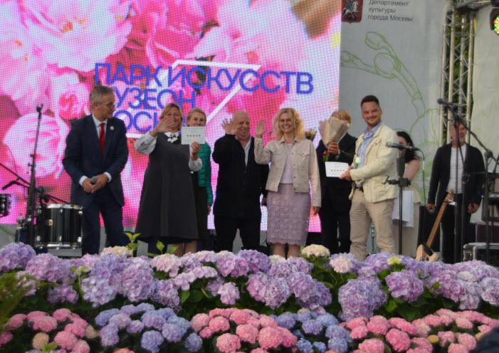 Вчера, 10 июля, в столице открылся VIII Международный фестиваль садов и цветов Moscow Flower Show 2019. Это главное событие в области ландшафтного дизайна в России, на которое традиционно приехали лучшие мастера и эксперты со всего мира!